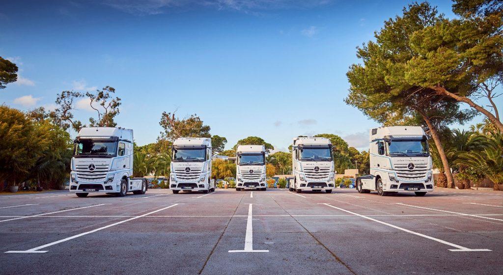Mercedes-Benz-Brinkmann-Wartung-&-Inspektion-Lkw-Bild-Parkplatz